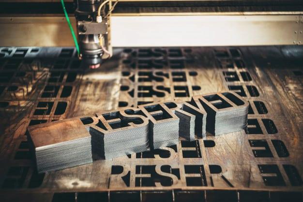Máquinas CNC innovando la industria publicitaria